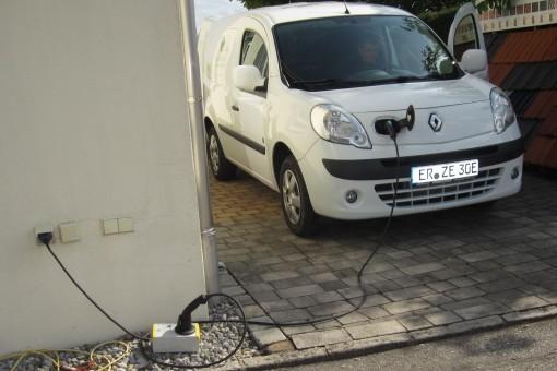 Elektroauto Renault Kangoo Rapid ZE beim Laden