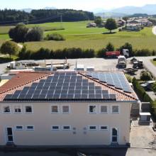 Photovoltaikanlage auf Bürogebäude